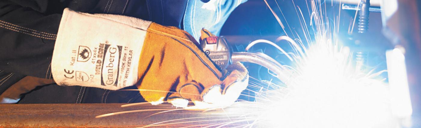 welding glove in action